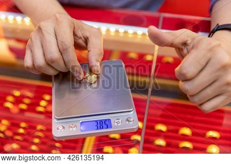 The Gold Shop Uses A Digital Scale To Weigh The Ring.
