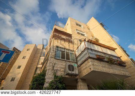 Jerusalem-israel, 04-10-2020. Sukkah On The Balcony Of A Building In Jerusalem On Sukkot