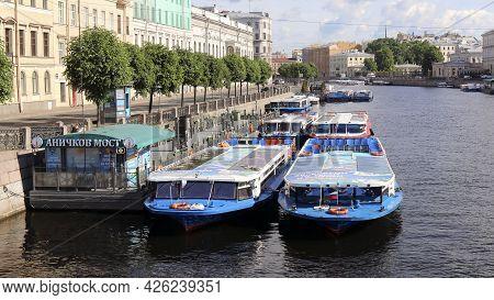Saint-petersburg, Russia - September 14, 2021: Fontanka River Embankment, Pleasure Boats On The Font