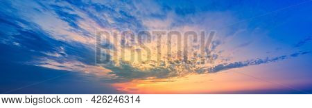 Golden Blick Of The Sunset On The Lilac-blue Sky. A Sky Pattern To Replace The Sky In The Photos. Su