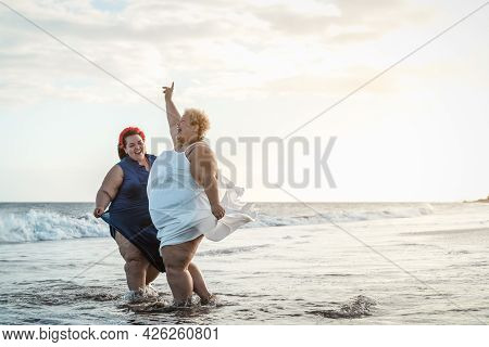 Happy Plus Size Women Having Fun On The Beach During Summer Vacation - Curvy Confident People Lifest