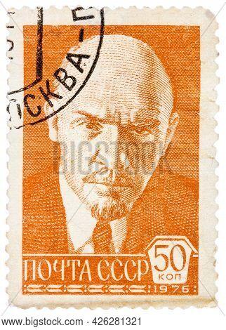 Ussr - Circa 1976: A Stamp Printed In Russia Shows Portrait Of Vladimir Ilyich Lenin, Circa 1976