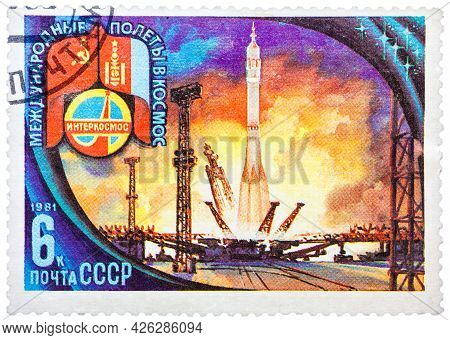 Russia - Circa 1981: A Stamp Printed In The Soviet Union Devoted To International Partnership Betwee