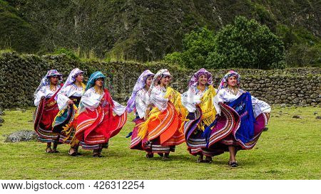 Chobshi, Azuay, Ecuador - June 20, 2021: Celebration Inti Raymi At Chobshi. Group Of Cayambe Folk Da