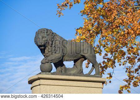 Narva, Estonia - October 17, 2018: Sculpture Of A Lion Close-up. Fragment Of The Monument