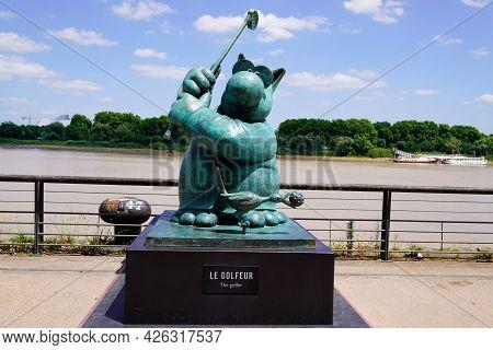 Bordeaux , Aquitaine France  - 07 04 2021 : Exhibition Le Chat Deambule The Cat Walks Golfer In City
