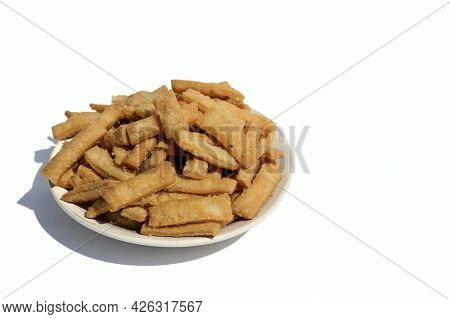 Closeup Of Salted Namak Para Or Nimki Indian Crunchy Savoury Snack In A Plate Isolated On White Back