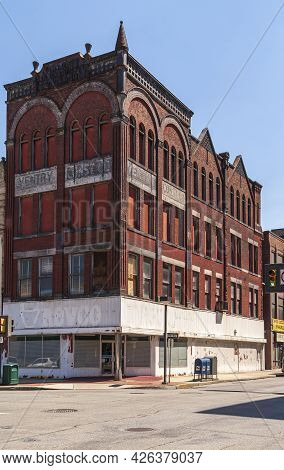 Johnstown, Pa, Usa - June 11, 2008: Red Historic Ventry Warehouse-office Tower On Franklin Street Do