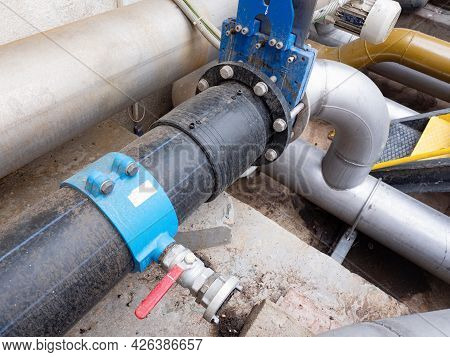 Distribution Hub With Connection Of Low-pressure Plastic Pipe With Chrome Steel Pipe. Remote Control