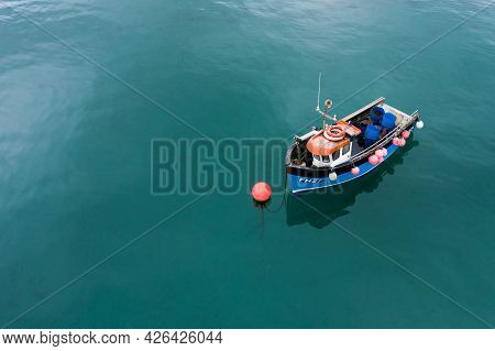 Coverack, Cornwall, Uk - June 24, 2021.   A Traditional Cornish Fishing Boat Floating On A Beautiful