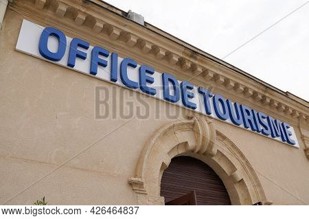 Montpellier , Ocitanie France  - 06 30 2021 : Office De Tourisme Sign Text Logo Of French Agency And