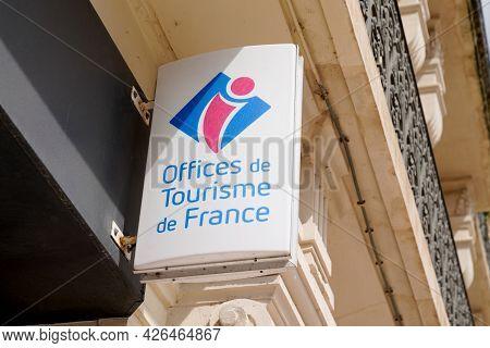 Toulouse , Ocitanie France  - 06 30 2021 : Office De Tourisme De France Is Tourism Office Wall Logo