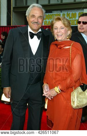 LOS ANGELES - MAR 16: Hal Linden arrives to ABC's 50th Anniversary Celebration on March 16, 2003 in Hollywood, CA