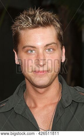 LOS ANGELES - MAY 14: Lance Bass arrives to  ÔBruce AlmightyÕ World Premiere on May 14, 2003 in Hollywood, CA