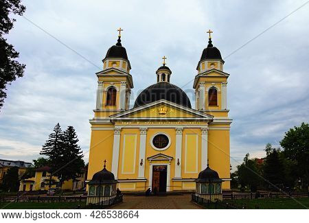 Chernivtsi, Ukraine-may 13, 2021:picturesque Landscape View Of The Ancient Cathedral Of The Holy Spi