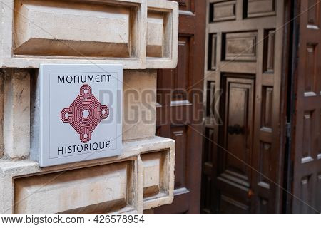 Toulouse , Ocitanie France  - 06 30 2021 : Monument Historique Logo Text Label And Brand Sign In Fre