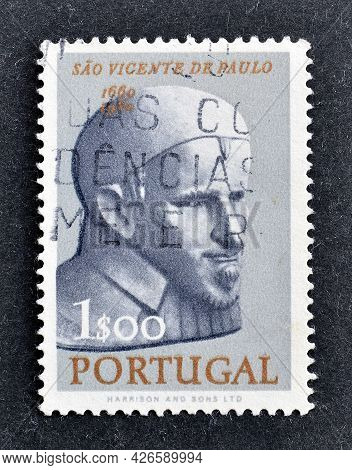 Portugal - Circa 1963 : Cancelled Postage Stamp Printed By Portugal, That Shows Saint Vincent Van Pa