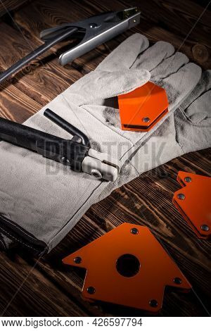 Welding Wires, Electrode Holder And Earth Terminal, White Leather Welding Gloves, Magnetic Welding C