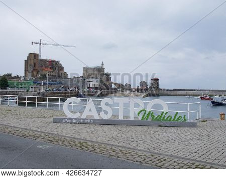 Castro-urdiales, Spain - June 23, 2021. The Port City Of Castro Urdiales In The Bay Of Biscay, Canta