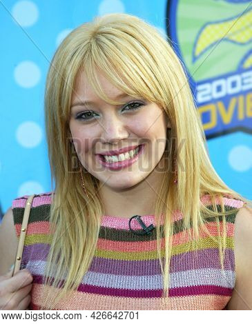 LOS ANGELES - MAY 23: Hilary Duff arrives for the 2003 MTV Movie Awards on May 23, 2003 in Hollywood, CA