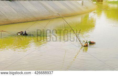 Fishermen Using Square Nets Called Yo To Catch Fish,fishermen Are Catching Fish With Yo.thailand Loc