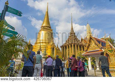 Bangkok,thailand - Oct 30,2019 : Many Tourists Sightseeing Inside Grand Palace Of Thailand In Bangko