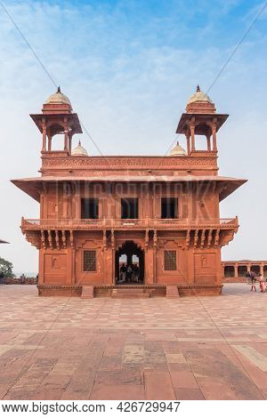 Diwan-i-khas Building In The Ghost City Fatehpur Sikri In Agra, India