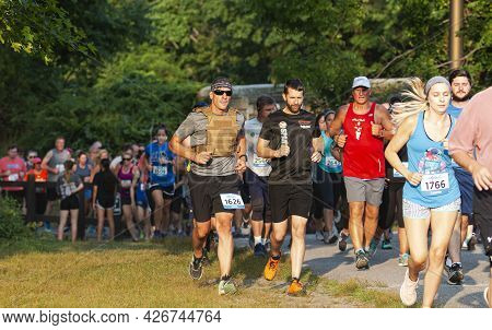 North Babylon, New York, Usa - 8 July 2019: Man Wearing A Weighted Vest While Racing A Crowded 5k At