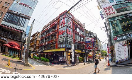 Seoul, South Korea - June 16, 2017: People Walking Down A Small Street In Seoul Downtown.
