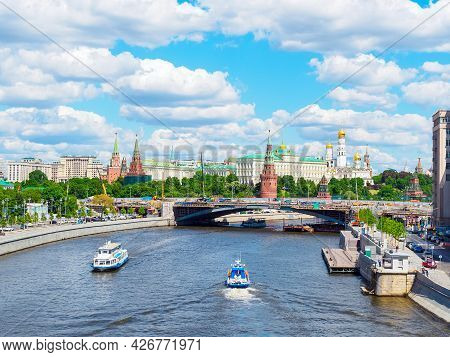 Moscow, Russia - May 25, 2021: View Of The Bolshoi Kamenny Bridge And The Kremlin On A Sunny Day