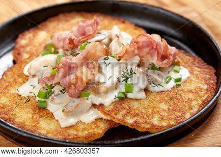 potato pancakes with sour cream and bacon