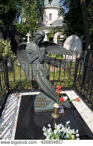 Moscow, Russia-july 10, 2021:the Grave Of The Famous Journalist Killed In Russia Vladislav Listyev A