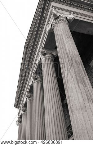Tall columns in front of Old court house museum in Vicksburg, Mississippi.