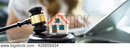 Real Estate Arbitration Law. Closing House Auction