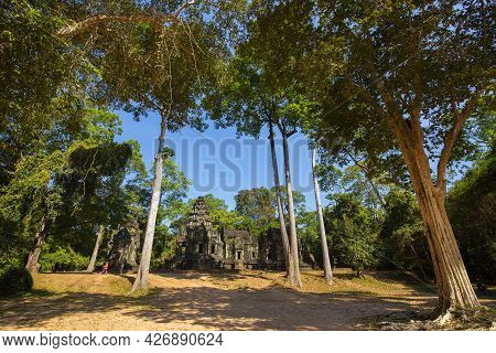 The Castle Around Angkor Thom Belongs To The Khmer Empire. Located In The Center Of Angkor Thom