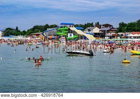 Zaliznyi Port, Ukraine - July 23, 2020: View From The Black Sea To The Beach In Zalizny Port. A Lot
