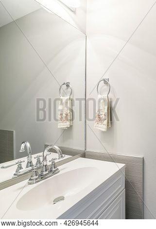 Vertical Modern Bathroom Vanity Sink With Stainless Fixtures