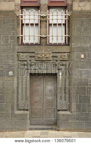 Safe Deposit Entrance