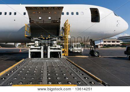 Laden-Transportflugzeug