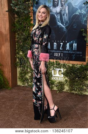LOS ANGELES - JUN 27:  Margot Robbie arrives to the