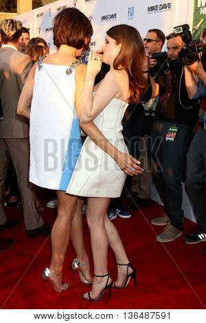 LOS ANGELES - JUN 29:  Aubrey Plaza, Anna Kendrick at the Mike And Dave Need Wedding Dates Premiere at the Cinerama Dome at ArcLight Hollywood on June 29, 2016 in Los Angeles, CA