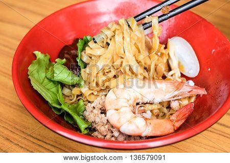 Dried wanton with shrimp and minced pork