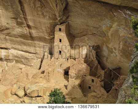 Mesa Verde Pueblan cliff dwellings are a well preserved historical gem