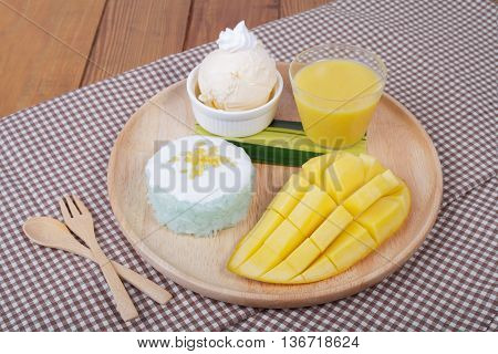 Dessert Sweet Sticky Rice With Mango Coconut Milk And Ice Cream,mango Pudding