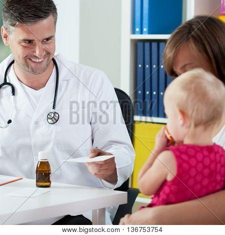 Pediatrist prescribe a medicine to ill baby