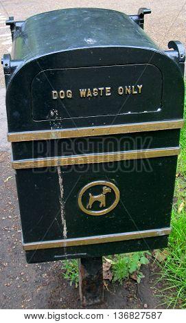 The dog waste bin - trashcan for dog waste