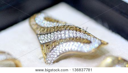 picture of a Fashion jewellery ring with zircon
