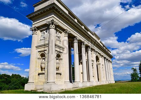 The Reistna Colonnade can be found about 2 km south-east of Valtice. It's used as an observation tower which is accesseble during its opening hours. To get there the visitors can use the red touristic route or take a car and leave it at one of the parking