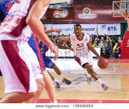 Bc Krasnye Krylia Guard Aaron Miles (32) Drives To The Basket
