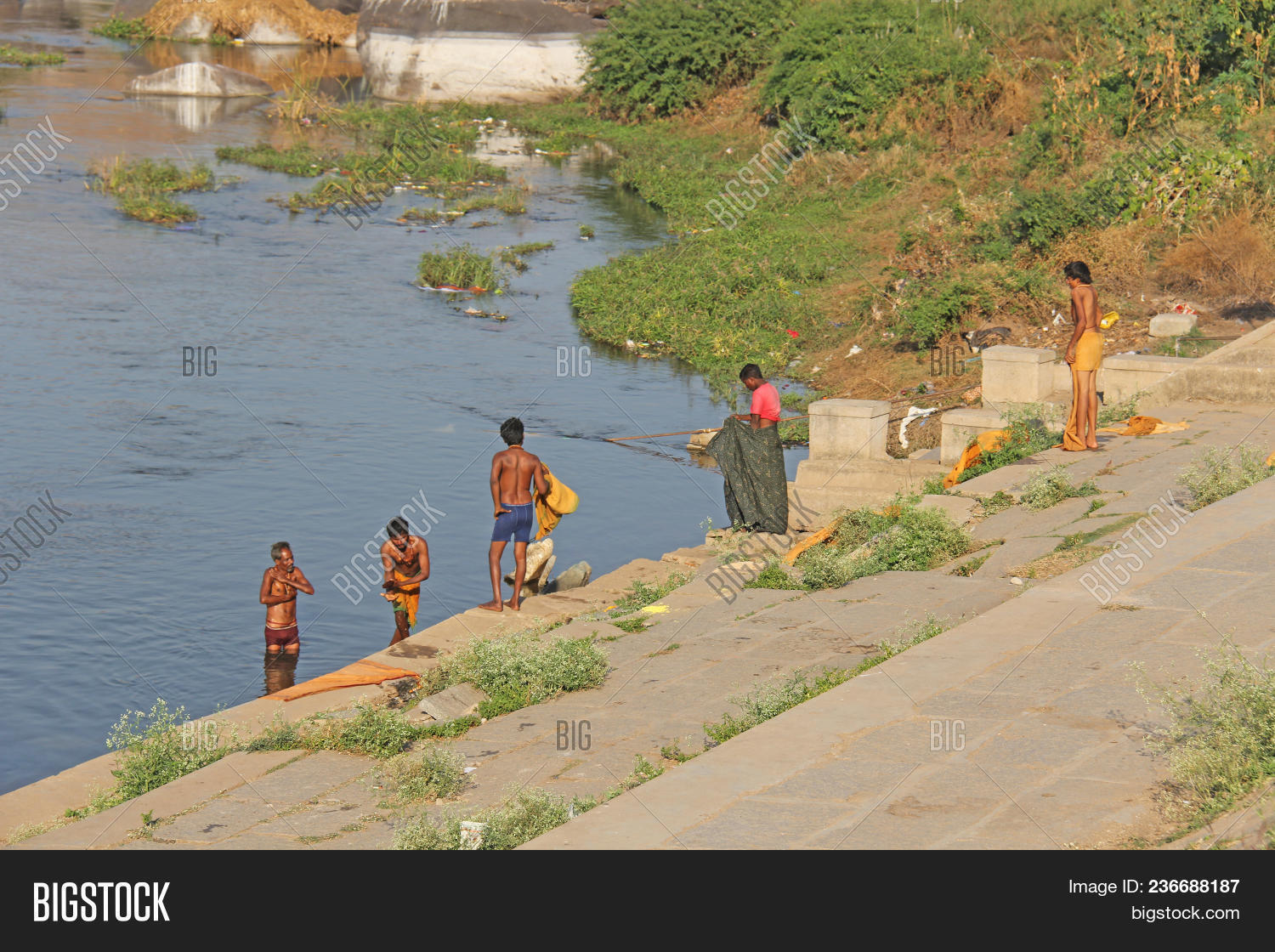 India Hampi 02 February 2018 Bath Day On The River In Village